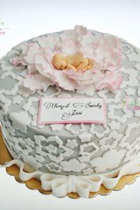 tort na chrzest swiety – minsk mazowiecki – tort dla dziewczynki – tort dla chlopca – tort dla dziewczynki – jadalne kwiaty – niemowlak w kwiatku – bogato zdobiony