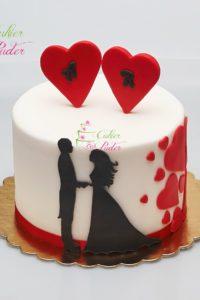 tort rocznicowy – tort na rocznicę – ślub – wesele –  mińsk mazowiecki – masa cukrowa – serca -inicjały w sercach – para mloda – kontury pary mlodej