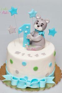 tort urodzinowy – urodziny dziecka – minsk mazowiecki – figurka misia – latajace gwiazdki – wstazka i kokardka – tort dla dziewczynki – tort dla chlopca