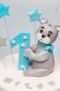 tort urodzinowy – urodziny dziecka – minsk mazowiecki – figurka misia – latajace gwiazdki