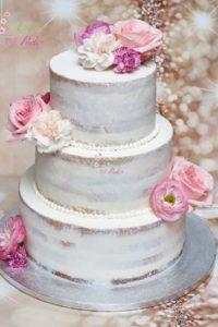 tort ślubny – tort piętrowy – mińsk mazowiecki – ozdobiony – semi naked cake – naked cake – ozdobiony kwiatami