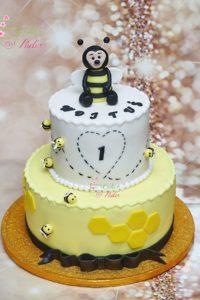 tort na urodziny – urodziny dziecka – minsk mazowiecki – figurka pszczoly – male pszczolki – tort pietrowy – bialo zolty – recznie rzezbiony – tort dla dziewczynki – tort dla chlopca