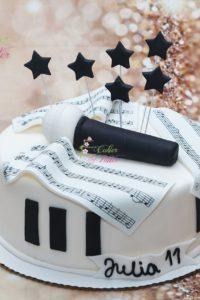 tort na urodziny – urodziny dziecka – minsk mazowiecki – papier nutowy – nuty – figurka mikrofon – tort pianino – gwiazdki – tort dla dziewczynki – tort dla chlopca