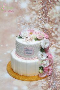 tort na chrzest swiety – komunia swieta – minsk mazowiecki – recznie wykonane ozdoby – topper – recznie rzezbiony, lukier krolewski – swieze kwiaty – tort dla dziewczynki