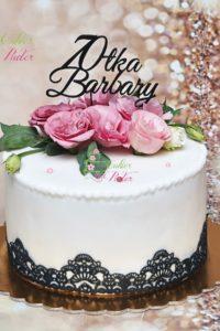 tort urodzinowy – tort na rocznicę – mińsk mazowiecki – masa cukrowa – topper – 70 lat – jadalna koronka – świeże kawiaty