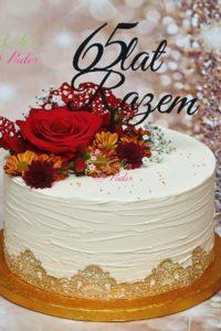 tort urodzinowy – tort na rocznicę – mińsk mazowiecki – tort zacierany – jadalna koronka- świeże kwiaty – 40 lat – tort dla kobiety – świeże kwiaty – topper – 65 lat razem