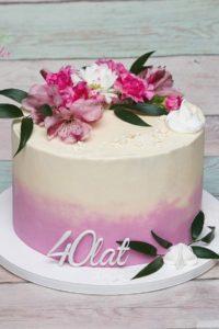 tort urodzinowy – tort na rocznicę – mińsk mazowiecki – tort zacierany – świeże kwiaty – 40 lat – tort dla kobiety
