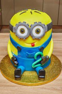 tort na urodziny – urodziny dziecka – minsk mazowiecki – tort 3d – minionek – minionek bob – masa cukrowa – rzezba